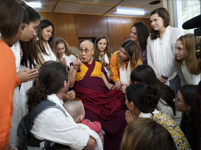 The Dalai Lama speaks with students