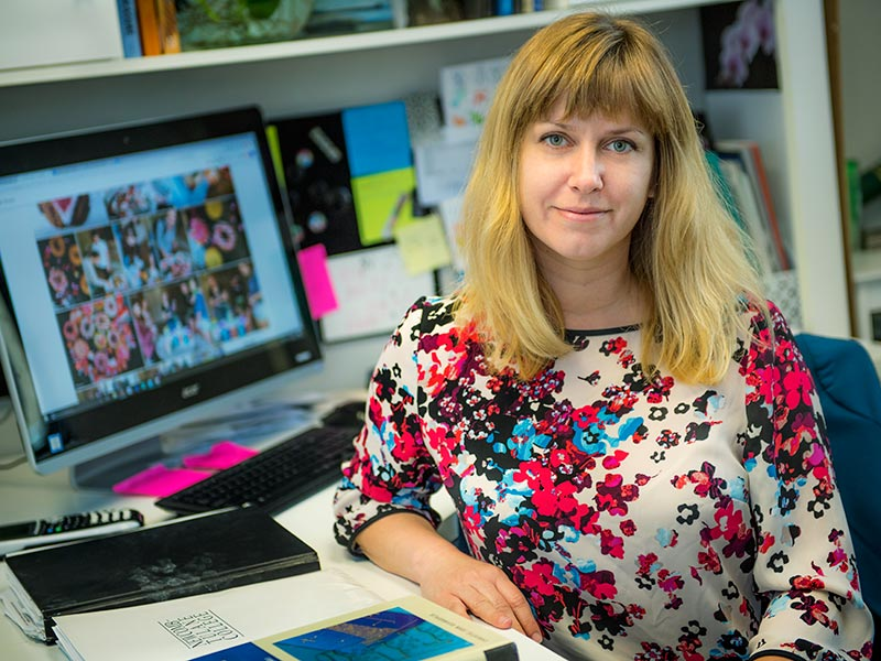 Katie Russell, a professor of practice in the Tulane Department of Chemical and Biomolecular Engineering, serves as a faculty mentor in Butler Hall on the uptown campus
